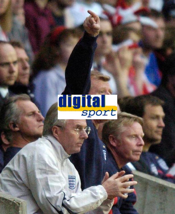 Photo: Richard Lane.<br />England 'B' v Belarus. International Friendly. 25/05/2006.<br />England's assistant manager Steve McClaren (C) shouts out the orders.