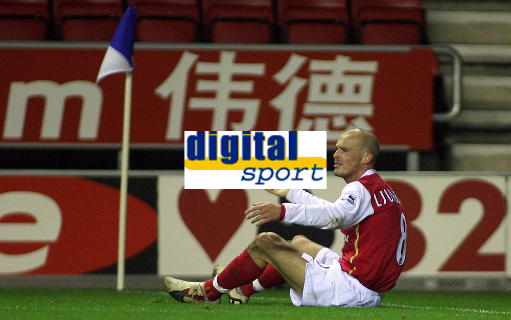 Photo: Paul Thomas.<br /> Wigan Athletic v Arsenal. The Barclays Premiership. 13/12/2006.<br /> <br /> Freddie Ljundberg of Arsenal thinks he should have won a penalty in the corner.