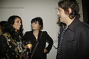 Serena Rees, Plaxy and Giorgio Locatelli, Johnnie Shand Kydd:  book launch party celebrate the publication of Crash.White Cube. Hoxton sq. London. 18 September 2006. ONE TIME USE ONLY - DO NOT ARCHIVE  © Copyright Photograph by Dafydd Jones 66 Stockwell Park Rd. London SW9 0DA Tel 020 7733 0108 www.dafjones.com