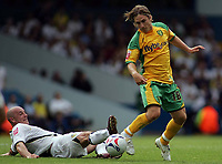 Photo: Paul Thomas.<br /> Leeds United v Norwich City. Coca Cola Championship.<br /> 05/08/2006.<br /> <br /> Steve Stone of Leeds (L) tackles Paul McVeigh.