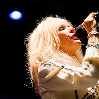 111712       Cable Hoover<br /> <br /> Kim Carnes clutches the microphone as she performs at El Morro Theatre in Gallup Saturday.
