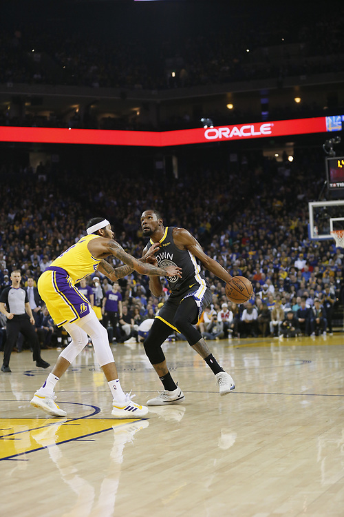 in the first half of an NBA game at Oracle Arena on Saturday, Feb. 2, 2019, in Oakland, Calif.