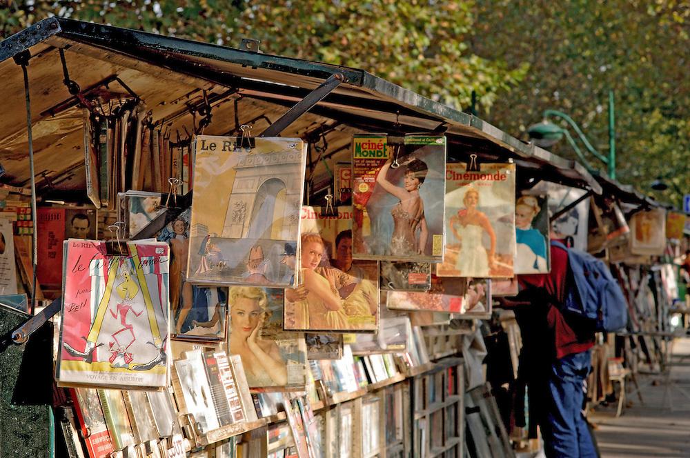 Bouquinistes de Paris, rive gauche, quai de la Tournelle, Paris, Paris-Ile-de-France, France.<br /> A stand of a bouquiniste (french term for second-hand books resellers), quai de la Tournelle, Paris, Paris-Ile-de-France region, France.