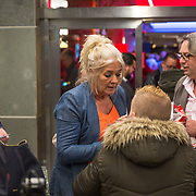 NLD/Rotterdam/20190221 - inloop verjaardagsfeestj Willem van Hanegem, dochter Alies van Hanegem