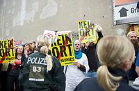 DEU, Deutschland, Germany, Berlin, 27.08.2011:<br />Gegendemonstanten einer Spontankundgebung der Bürgerbewegung pro Deutschland in der Neuköllner Flughafenstrasse.