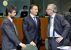 """Franco Frattini, Italy's foreign minister, center, speaks with Jean-Claude Juncker, Luxembourg's prime minister, right, during the European Union Summit at the EU headquarters in Brussels, Belgium, on Thursday, Oct. 29, 2009. European Union leaders are set for """"very difficult"""" talks to overcome the Czech Republic's resistance to a new governing treaty designed to strengthen the EU's influence in world affairs, Reinfeldt said. (Photo © Jock Fistick)"""