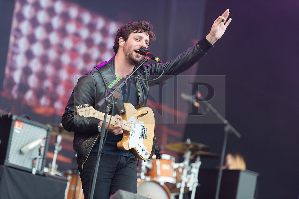 © Licensed to London News Pictures. 30/08/2015. Reading, UK. The Maccabees performing at Reading Festival 2015, Day 3 Sunday.  In this picture - Felix White.  Photo credit: Richard Isaac/LNP
