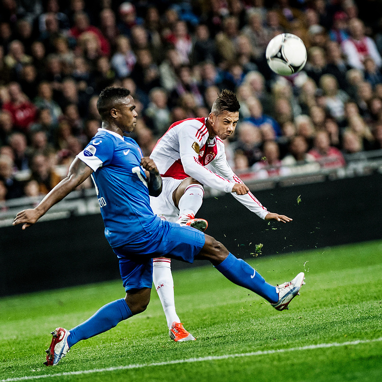 Nederland. Amsterdam, 29-09-2012. Foto: Patrick Post.  Ajax-Twente. Uitslag: 1-0. Ajacied Tobias Sana schiet op goal, de bal gaat net over!