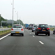NLD/Muiden/20070821 - Verkeer op de carpoolstrook op de A1 bij Muiden