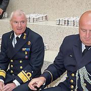 NLD/Den Haag/201905228 - Boekpresentatie winnares Heel Holland Bakt 2019 Anna aan Minister Bijleveld, aan admiraal Kramer en dhr. Gouda