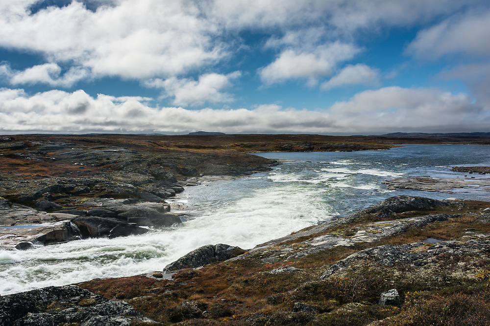 The river that ends in Inukjuak ten kilometers in the south.