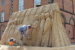© Licensed to London News Pictures. 25/8/2015, Lincoln, Lincolnshire, UK. Sand scuplture artists Remy and Paul Hoggard from Bulgaria are spending two weeks making a sand scupture at Lincoln Castle. The sculpture depicts King John sealing the Magna Carta at Runneymeade in 1215 and forms part of the 800th Magna Carta celebration exhibition in the City. The sculpture will be completed in time for celebrations this weekend. Photo credit : Dave Warren/LNP