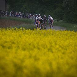 Olympia's Tour Bocholtz-Voerendaal peloton in het ntte Limburgs land