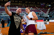 Aryna Sabalenka of Belarus with fitness coach Jason Stacy after winning the final of the Mutua Madrid Open 2021, Masters 1000 tennis tournament on May 8, 2021 at La Caja Magica in Madrid, Spain - Photo Rob Prange / Spain ProSportsImages / DPPI / ProSportsImages / DPPI