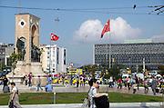 Turkije, Istanbul, 4-6-2011Straatbeeld Taksim plein, square van Istanbul. Foto: Flip Franssen