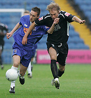 Photo: Dave Howarth.<br /> Stockport County v Swansea City. The FA Cup.<br /> 05/11/2005. Swansea's Paul Connor battles with Stockport's Mark Robinson