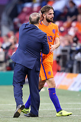 (l-r) coach Dick Advocaat of Holland, Davy Propper of Holland during the FIFA World Cup 2018 qualifying match between The Netherlands and Bulgariaat the Amsterdam Arena on September 03, 2017 in Amsterdam, The Netherlands