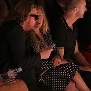 NLD/Amsterdam/20080723 - Modeshow Jan Taminiau tijdens AIFW 2008, Fiona Hering in gesprek met Bastiaan van Schaik