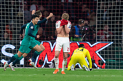 08-05-2019 NED: Semi Final Champions League AFC Ajax - Tottenham Hotspur, Amsterdam<br /> After a dramatic ending, Ajax has not been able to reach the final of the Champions League. In the final second Tottenham Hotspur scored 3-2 / Frenkie de Jong #21 of Ajax, Andre Onana #24 of Ajax, Son Heung-Min #7 of Tottenham Hotspur
