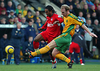 Fotball<br /> Premier League England 2004/2005<br /> Foto: SBI/Digitalsport<br /> NORWAY ONLY<br /> <br /> 03.01.2005<br /> <br /> Norwich City v Liverpool<br /> <br /> Norwich's Gary Doherty battles with Liverpool's Florent Sinama-Pongolle
