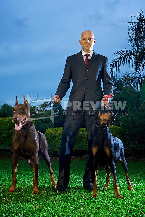 Flavio Porto, presidente da Protecães, empresa que aluga cães de guarda para grandes empresas. FOTO: Jefferson Bernardes/Preview.com