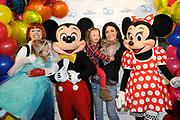 Premiere Disney On Ice in Ahoy, Rotterdam.<br /> <br /> Op de foto :<br /> <br />  v.l.n.r. Chazia Mourali met dochter Jasmijn, Mickey Mouse , Kim-Lian van der Meij met dochter Ronja en Minnie Mouse