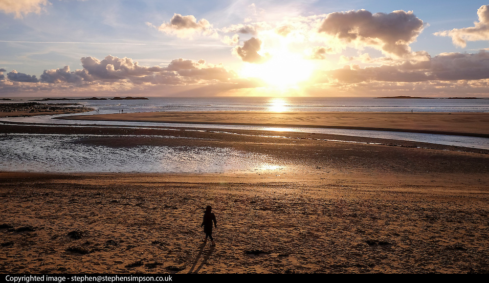 © Licensed to London News Pictures. 14/02/2016. Anglesey, UK Sunset over Rhosneigr Beach in Anglesey today 14th February 2016. Photo credit : Stephen Simpson/LNP