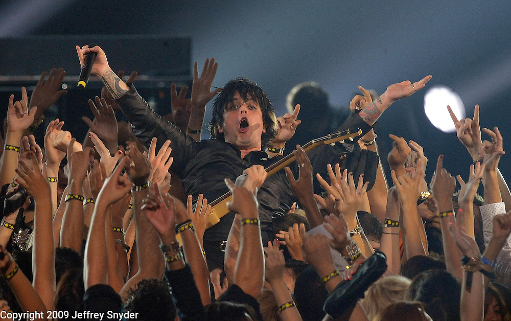 New York, NY-September 13, 2009: Billie Joe Armstrong of Green Day performs during the MTV Video Music Awards at Radio City Music Hall on September 13, 2009 in New York City (Photo by Jeff Snyder/PictureGroup)