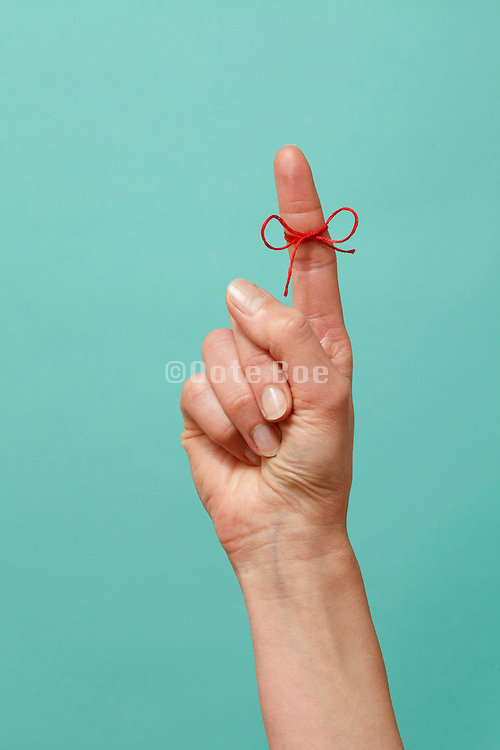 string tied around finger symbolic for remembering