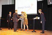 Prins van Oranje en Prinses Maxima bij slotbijeenkomst Oranje Fonds Groeiprogramma<br /> <br /> Zijne Koninklijke Hoogheid de Prins van Oranje en Hare Koninklijke Hoogheid Prinses Maxima der Nederlanden waren hedenmiddag in Utrecht aanwezig bij de slotbijeenkomst van het Oranje Fonds Groeiprogramma. 25 initiatiefnemers ontvingen uit de handen van de Prins en Prinses, beschermpaar van het Oranje Fonds,gericht op een sterkere samenleving, uit te laten groeien tot een duurzame landelijke sociale onderneming. Hiertoe ontvangen zij de komende twee jaar nog aanvullende financiering van het Oranje Fonds.