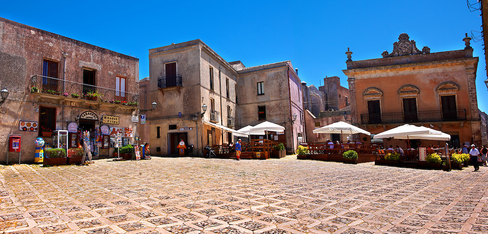 Plazza Umberto,  Érice, Erice, Sicily stock photos. .<br /> <br /> Visit our SICILY PHOTO COLLECTIONS for more   photos  to download or buy as prints https://funkystock.photoshelter.com/gallery-collection/2b-Pictures-Images-of-Sicily-Photos-of-Sicilian-Historic-Landmark-Sites/C0000qAkj8TXCzro<br /> <br /> <br /> Visit our MEDIEVAL PHOTO COLLECTIONS for more   photos  to download or buy as prints https://funkystock.photoshelter.com/gallery-collection/Medieval-Middle-Ages-Historic-Places-Arcaeological-Sites-Pictures-Images-of/C0000B5ZA54_WD0s