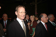 NICHOLAS SEROTA, Launch of TatE Modern's rehang of its permanent Collection in partnership with UBS. Tate Modertn. 23 May 2006. ONE TIME USE ONLY - DO NOT ARCHIVE  © Copyright Photograph by Dafydd Jones 66 Stockwell Park Rd. London SW9 0DA Tel 020 7733 0108 www.dafjones.com