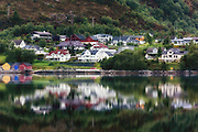 Morningreflection nearby Ulsteinvik, Norway | Morgenspegling ved Skjervane, Dimna.