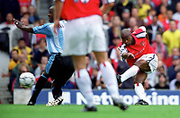 Sylvian Wiltord shoots past Paul Williams to score his and Arsenals 1st goal. Arsenal 2:1 Coventry City, F.A. Carling Premiership, 16/9/2000. Credit: Colorsport / Stuart MacFarlane.