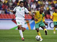 Fotball<br /> Sør Afrika v Irak<br /> Foto: DPPI/Digitalsport<br /> NORWAY ONLY<br /> <br /> FOOTBALL - CONFEDERATIONS NATIONS CUP 2009 - GROUP A - 1ST ROUND - SOUTH AFRICA v IRAK - 14/06/2009<br /> <br /> BERNARD PARKER (RSA) / MAHDI KAREEM (IRA)