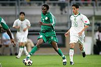 Fotball<br /> 2005 FIFA World Youth Championships<br /> 28.06.2005<br /> Semifinale Nigeria v Marokko 3-0<br /> Foto: ProShots/Digitalsport<br /> NORWAY ONLY<br /> <br /> chinedu ogbuke aan de bal. hij komt net als mikel uit voor het noorse lyn