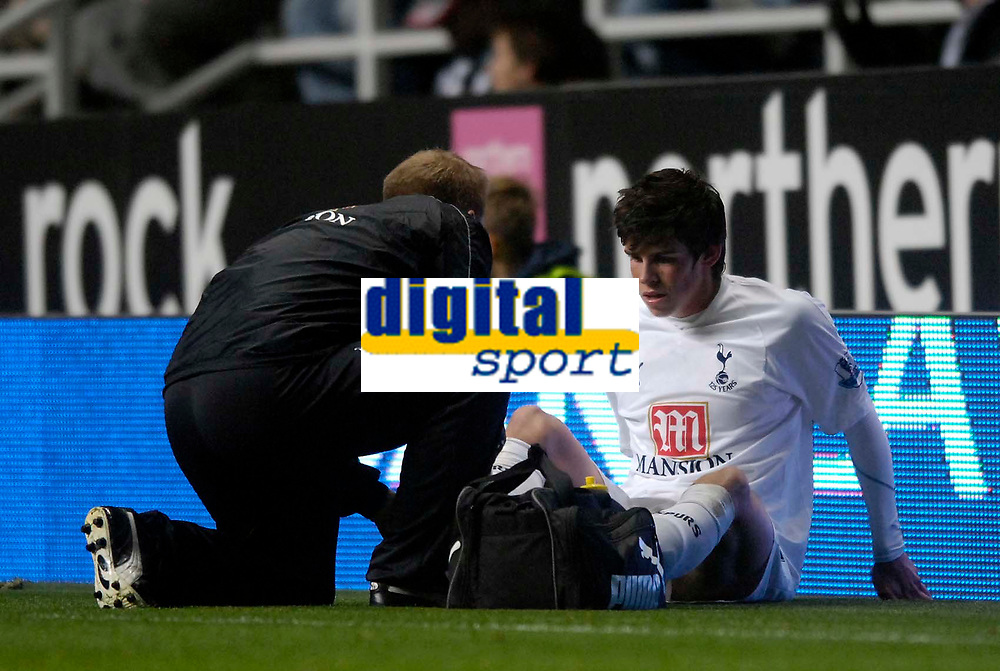 Photo: Jed Wee/Sportsbeat Images.<br /> Newcastle United v Tottenham Hotspur. The FA Barclays Premiership. 22/10/2007.<br /> <br /> Tottenham's Gareth Bale (R) receives treatment to an ankle injury that forces him off the pitch minutes later.