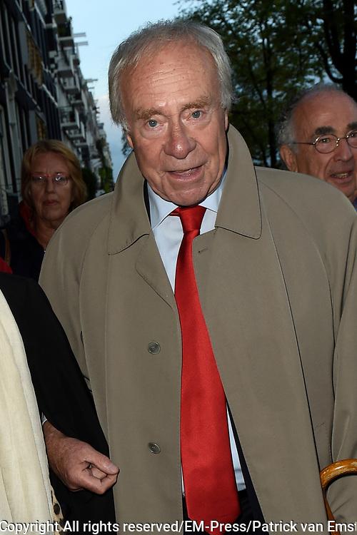 Viering van de tachtigste verjaardag van cabaretier Paul van Vliet in  Theater Carré, Amsterdam. Tijdens de eenmalige voorstelling Vandaag of morgen ter ere van zijn tachtigste verjaardag treedt Van Vliet op samen met collega-cabaretiers Youp van 't  Hek, Herman van Veen, Bert Visscher en Jochem Myjer.<br /> <br /> Op de foto: Arnold Gelderman