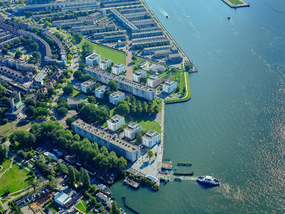 Nederland, Noord-Holland, Gemeente Amsterdam; 02-09-2020;  zicht op het IJ-plein met vertrekkende pont. Meeuwenlaan en Sixhaven, Noordwal en IJ-oever.<br /> View of the IJ square with departing ferry. Meeuwenlaan and Sixhaven, Noordwal and IJ-oever.<br /> <br /> luchtfoto (toeslag op standaard tarieven);<br /> aerial photo (additional fee required)<br /> copyright © 2020 foto/photo Siebe Swart