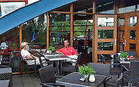 BUNNIK 11/08/2010  terras bij clubhuis,  Golfclub Kromme Rijn in Bunnik. COPYRIGHT KOEN SUYK
