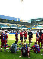 Fotball<br /> Treningskamper England<br /> 31.07.2004<br /> Foto: SBI/Digitalsport<br /> NORWAY ONLY<br /> <br /> QPR v Crystal Palace<br /> <br /> No nonsense Ian Dowie tells his players some home truths during the friendly at QPR