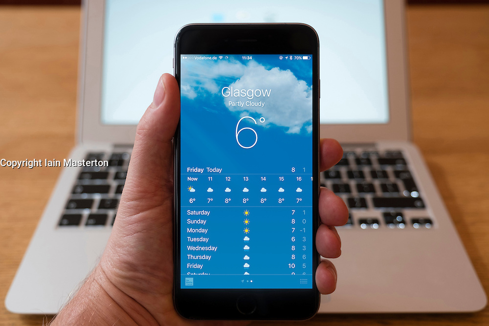 Using iPhone smartphone to display weather forecast for Glasgow, UK