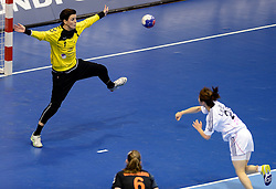08-12-2013 HANDBAL: WERELD KAMPIOENSCHAP ZUID KOREA - NEDERLAND: BELGRADO <br /> 21st Women s Handball World Championship Belgrade. Nederland verliest de tweede partij van het WK met 29-26 van Korea / Marieke van der Wal<br /> ©2013-WWW.FOTOHOOGENDOORN.NL