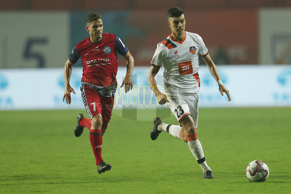 Edu Bedia of FC Goa and Pablo Morgado of Jamshedpur FC during match 25 of the Hero Indian Super League 2018 ( ISL ) between Jamshedpur FC and FC Goa held at JRD Tata Sports Complex, Jamshedpur, India on the 1st November  2018<br /> <br /> Photo by: Ron Gaunt /SPORTZPICS for ISL