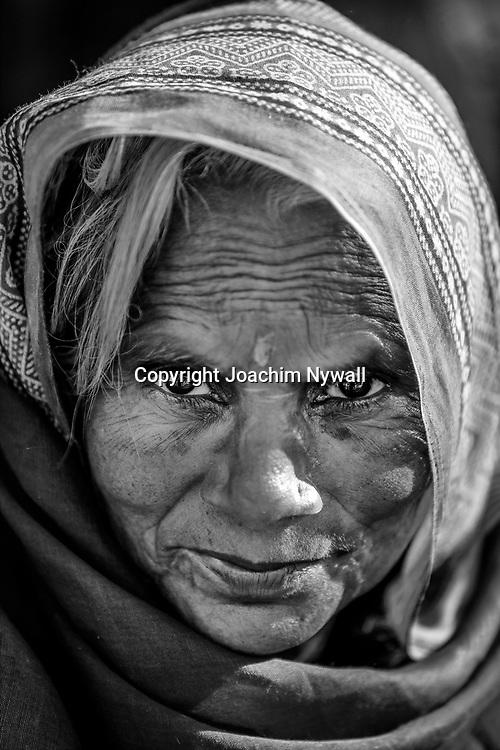 20181104 Sonepur Bihar Indien<br /> Sonepur Mela<br /> Porträtt av en kvinna<br /> ----<br /> FOTO : JOACHIM NYWALL KOD 0708840825_1<br /> COPYRIGHT JOACHIM NYWALL<br /> <br /> ***BETALBILD***<br /> Redovisas till <br /> NYWALL MEDIA AB<br /> Strandgatan 30<br /> 461 31 Trollhättan<br /> Prislista enl BLF , om inget annat avtalas.
