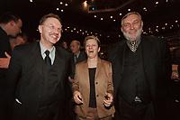 18 JAN 2001, BERLIN/GERMANY:<br /> Gerd Sonnleitner (L), Praesident des Deutschen Bauernverbandes, Renate Kuenast (M), B90/Gruene, Bundeslandwirtschafts- und verbraucherschutzministerin, und Dr. Franz Fischler (R), EU Kommisar fuer Landwirtschaft, im Gespraech, Eroeffnungsfeier Internationale Gruene Woche Berlin 2001, ICC Berlin<br /> IMAGE: 20010118-02/02-16<br /> KEYWORDS: Renate Künast, Grüne Woche, Gespräch