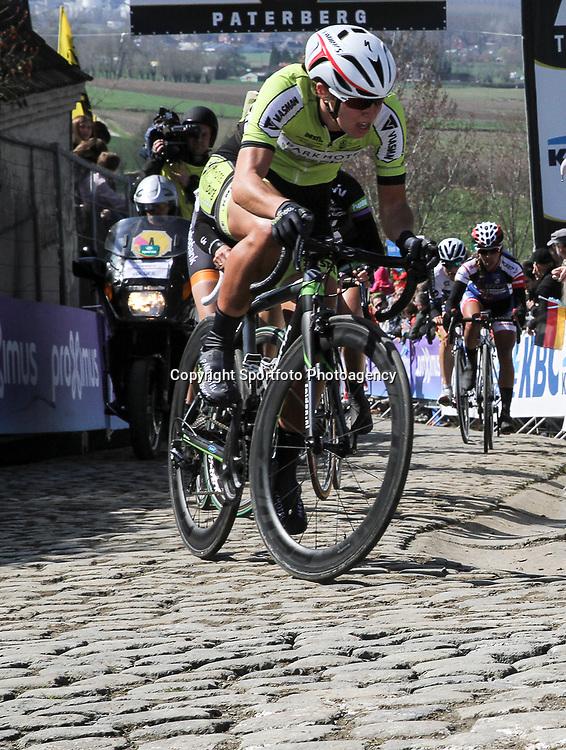 OUDENAARDE (BEL) cycling<br /> The 3th race in the UCI womens World Cup is the 12th edition of the Ronde van Vlaanderen. The race distance is 145 km with 12 Climbs and 5 zones of Cobbles.<br /> Janneke Ensing zat weer goed mee in de ronde van Vlaanderen voor vrouwen. De marathonschaatser kan steeds beter uit de voeten in de zwaarder wielerkoersen <br /> <br /> —NOVUM COPYRIGHT SPORTFOTO PHOTOAGENCY—