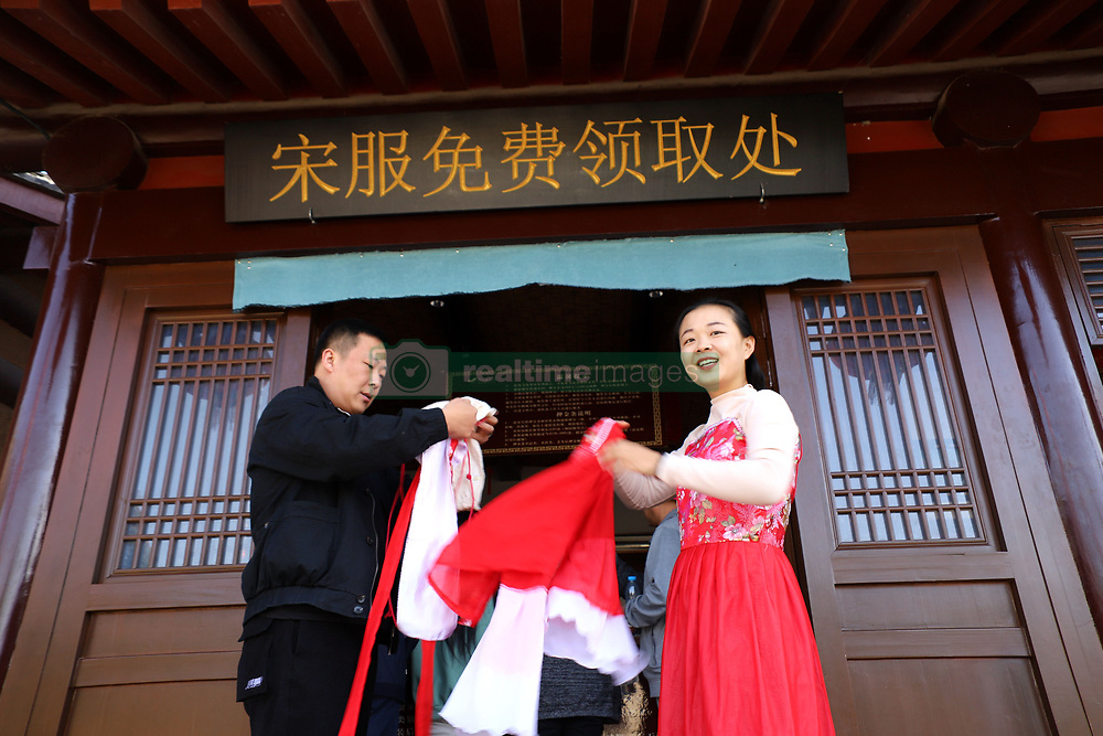 November 1, 2018 - Kaifeng, Kaifeng, China - Kaifeng, CHINA-People wearing traditional Chinese clothes enjoy chrysanthemum flowers in Kaifeng, central China's Henan Province. (Credit Image: © SIPA Asia via ZUMA Wire)