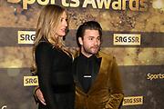 Sänger Baschi mit Freundin Alana Netzer auf dem Goldenen Teppich. Verleihung der Sports Awards am 15. Dezember 2019 in den SRF-Studios im Zürcher Leutschenbach.