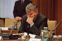 26 JAN 2000, BERLIN/GERMANY:<br /> Joschka Fischer, B90/Grüne, Bundesaußenminister, vor Beginn der Kabinettsitzung, Bundeskanzleramt<br /> Joschka Fischer, Green Party, Fed. Minister of Foreign Affairs, before the sitting of the kabinett, Department of the Fed. chancellor<br /> IMAGE: 20000126-01/01-11